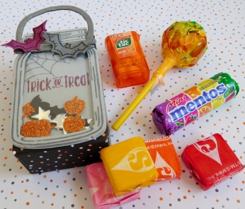 little-paper-party-spooky-fun-jar-of-love-mini-halloween-bag-contents2