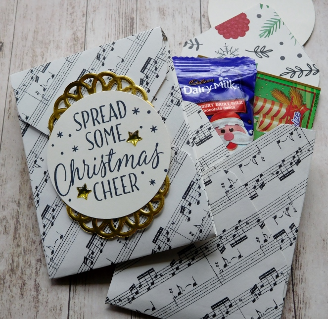 little-paper-party-this-christmas-dsp-tin-of-tags-gussetted-pouch-contents